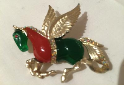 HATTIE CARNEGIE Vintage 1950s Lucite Gold Plated Rhinestone Flying Horse Brooch