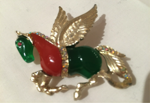 HATTIE CARNEGIE Vintage 1950s Lucite Gold Plated Rhinestone Flying Horse Brooch