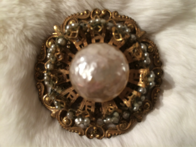 1940-1950 MIRIAM HASKELL Baroque & Seed Pearls in Gold Tone Pin Brooch